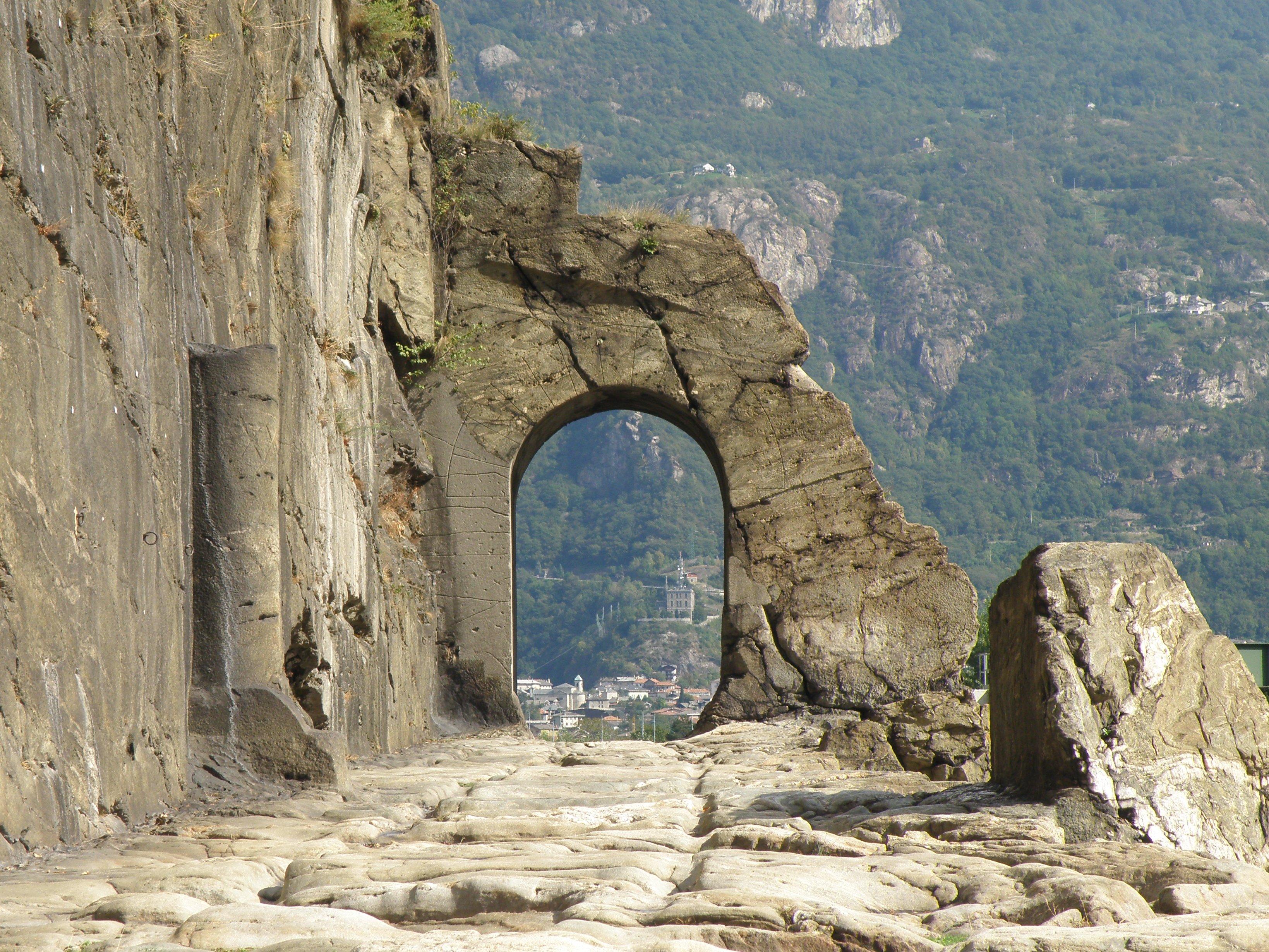 Alla scoperta della val d aosta pi antica - Le 12 tavole romane ...